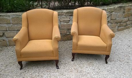 Paire de fauteuils confortables personnalisables à vendre