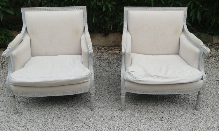 L'Atelier d'un Siège à l'Autre vous présente ces fauteuils Bergères Louis XVI avant leur restauration
